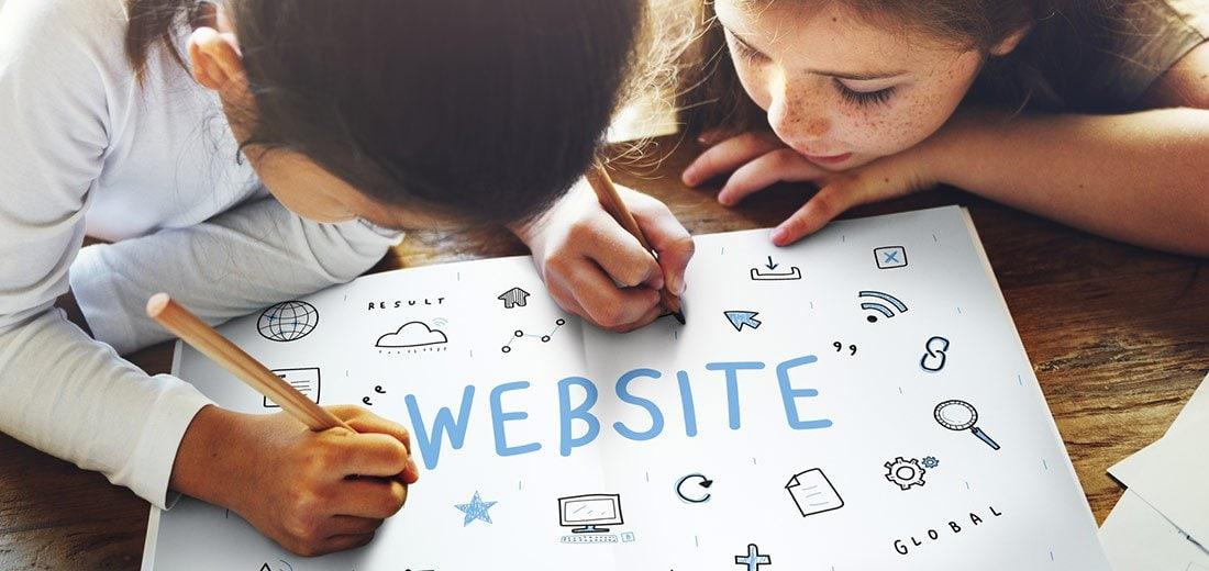 Kinder erstellen eine Website